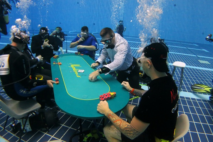 покер под водой