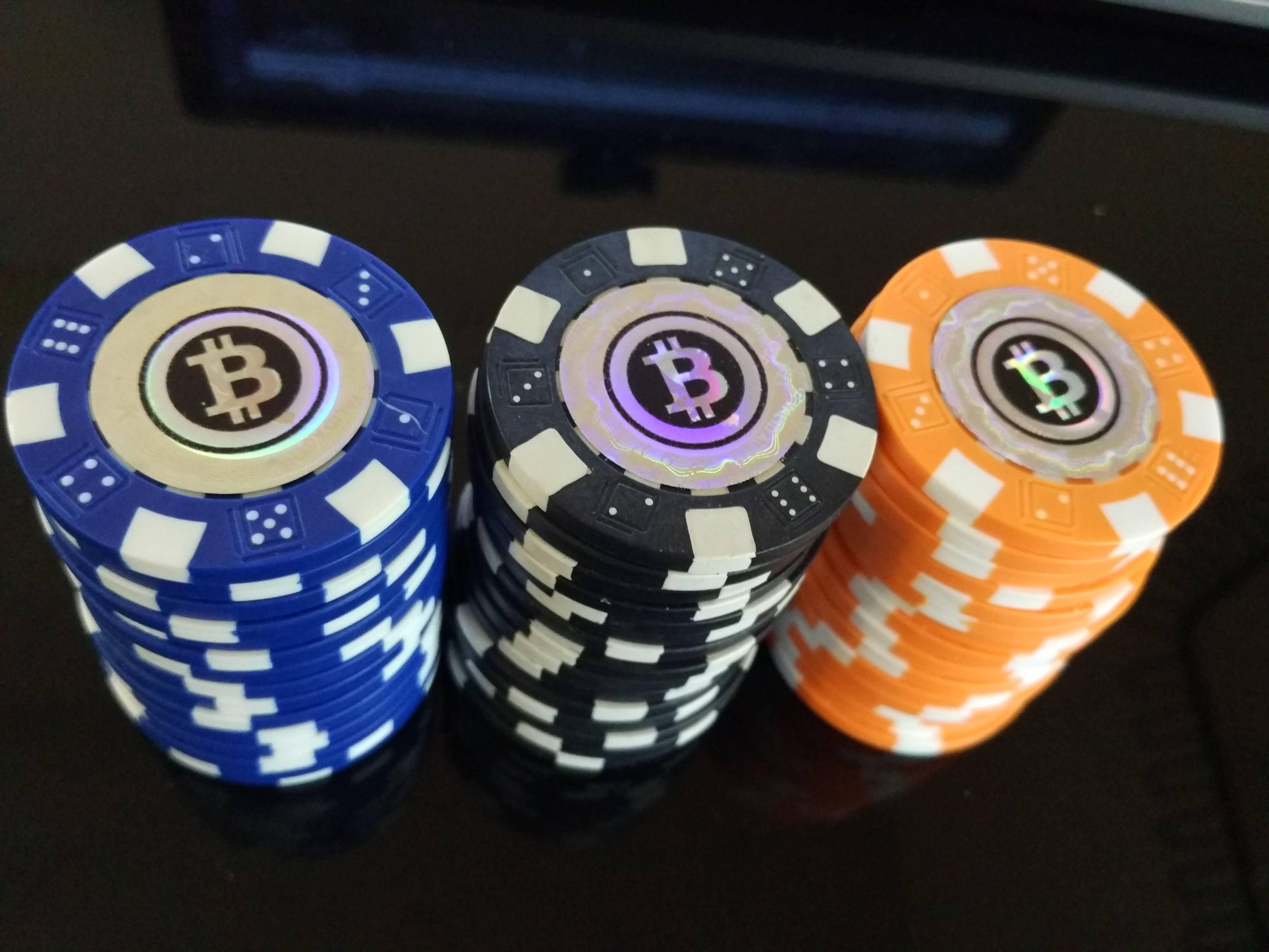 Покер и криптовалюта: как и где играть?
